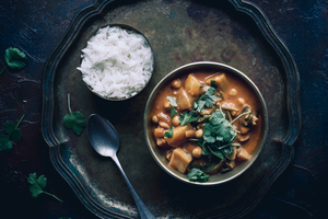 17 foodiesfeed.com vegan chickpea and potato curry.medium